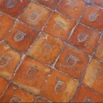 Pavimentazione originale con stemma a tre pignatte della famiglia Pignatelli