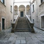 Scalinata di ingresso al Castello