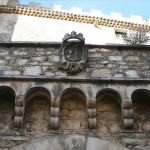 Stemma della famiglia Pignatelli all'interno del Castello